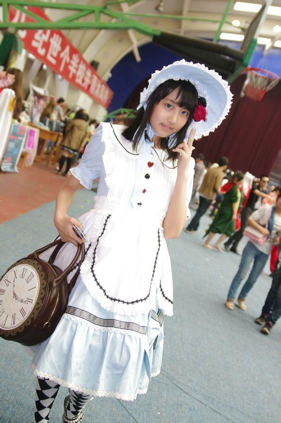 【SNH48】総選挙速報発表で1位の李藝彤(リー・イートン)は『愛されるぽんこつキャラ』
