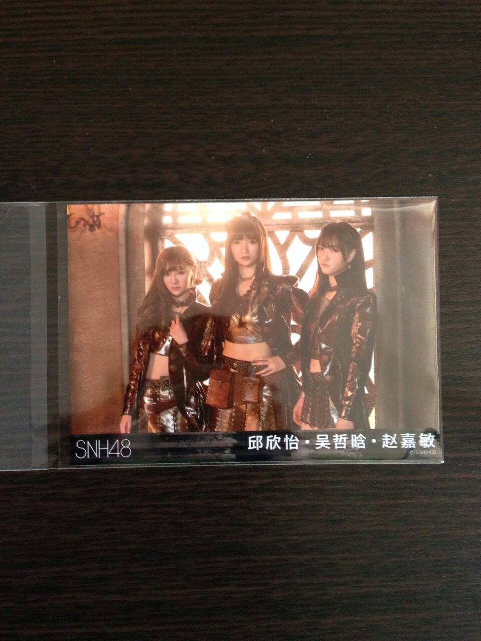 【SNH48】《呜吒(UZA)》の生写真が届きました!吳哲晗、邱欣怡、趙嘉敏の3ショット写真など紹介