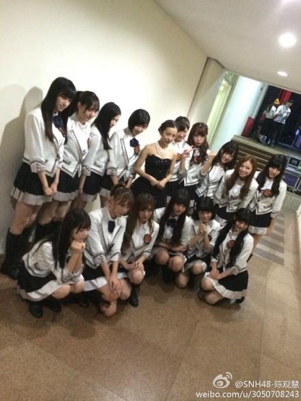 【SNH48】上海にともちん(板野友美)と紗栄子がきたーーーー!SNH48メンバーと集合写真あり