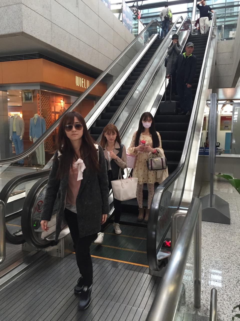 """スタイル抜群!! SNH48水着選抜がサイパンへ出発『""""真夏のSounds good"""" in サイパン』"""